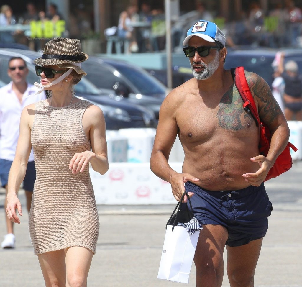 George Seeley's New Girlfriend Shows Her Tits in Sydney (48 Photos)