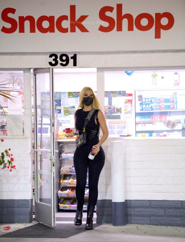 Iggy Azalea Stops For Gas and Snacks in Tight Bodysuit (20 Photos)