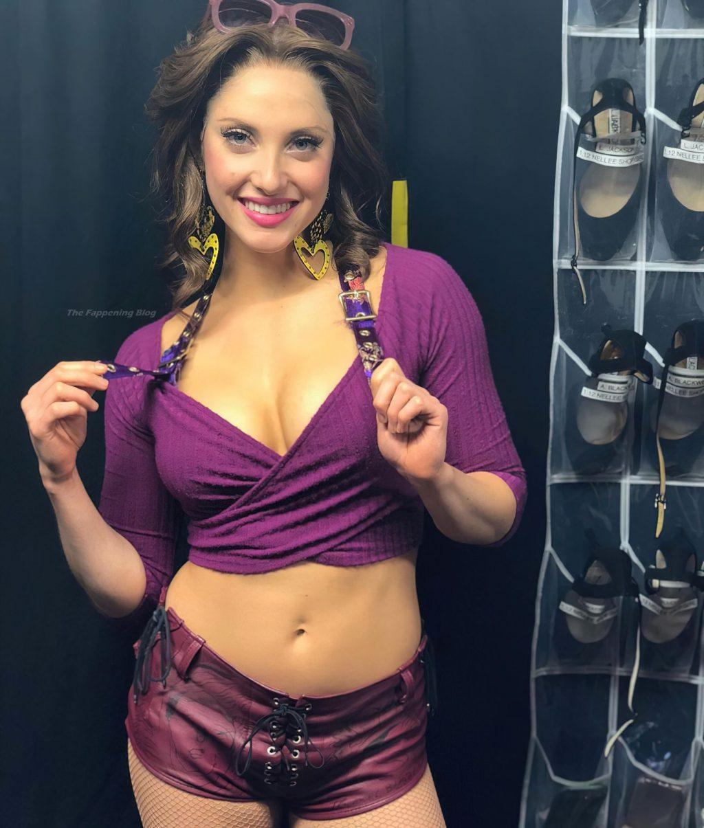 Jillian Mueller Sexy (7 Photos)