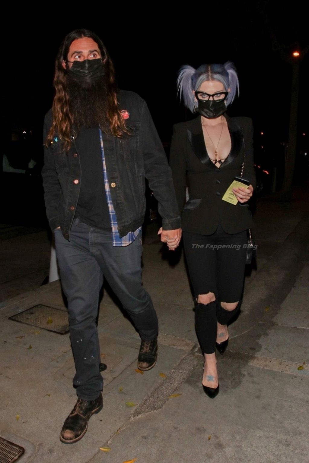 Kelly Osbourne Shows Her Cleavage for Dinner with a Boyfriend at Craig's (17 Photos)