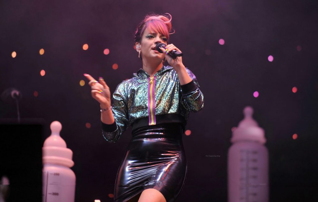 Lily Allen Flashes Her Nude Pussy (13 Photos)