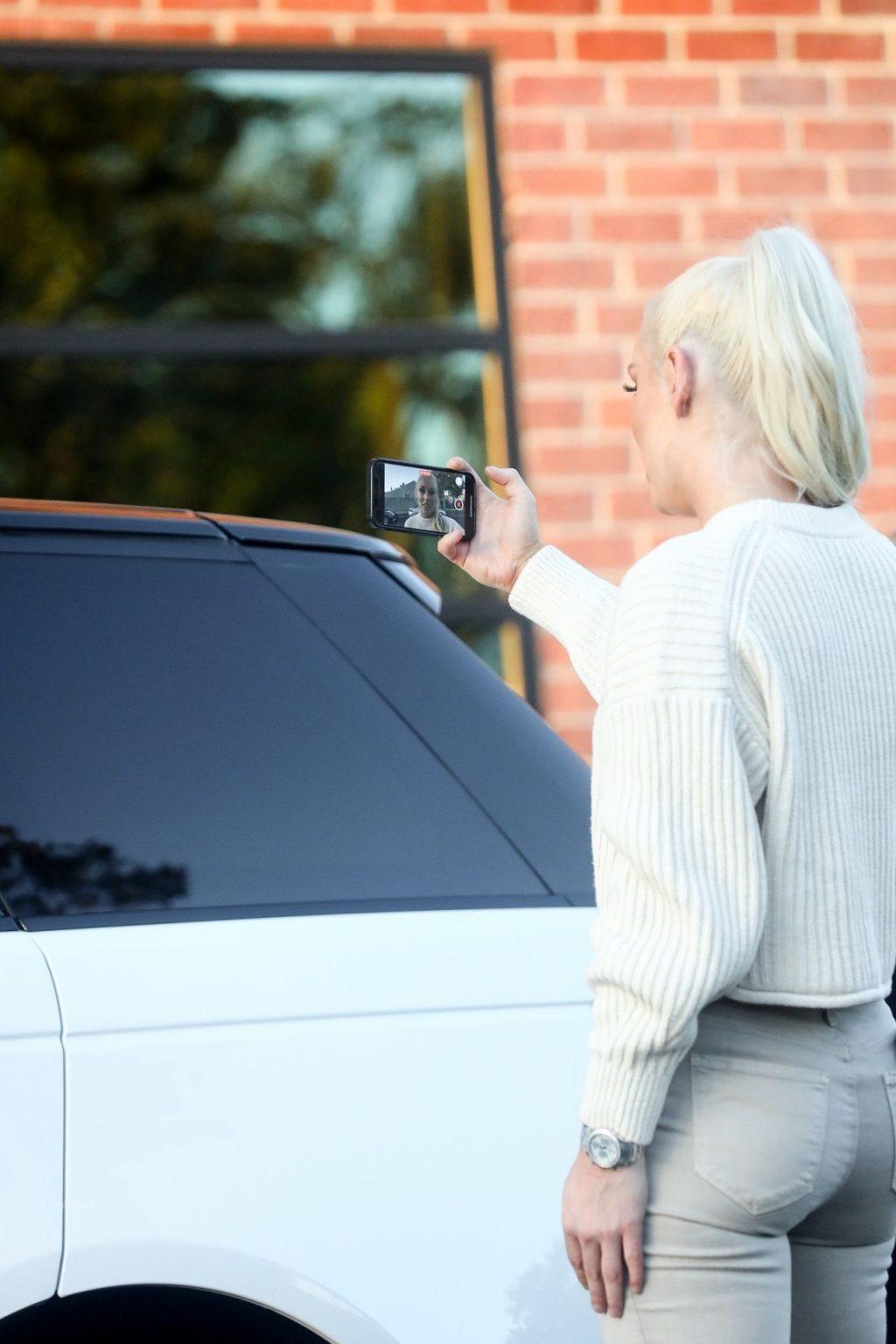 Lindsey Vonn Wraps Up a Photoshoot in LA (13 Photos)