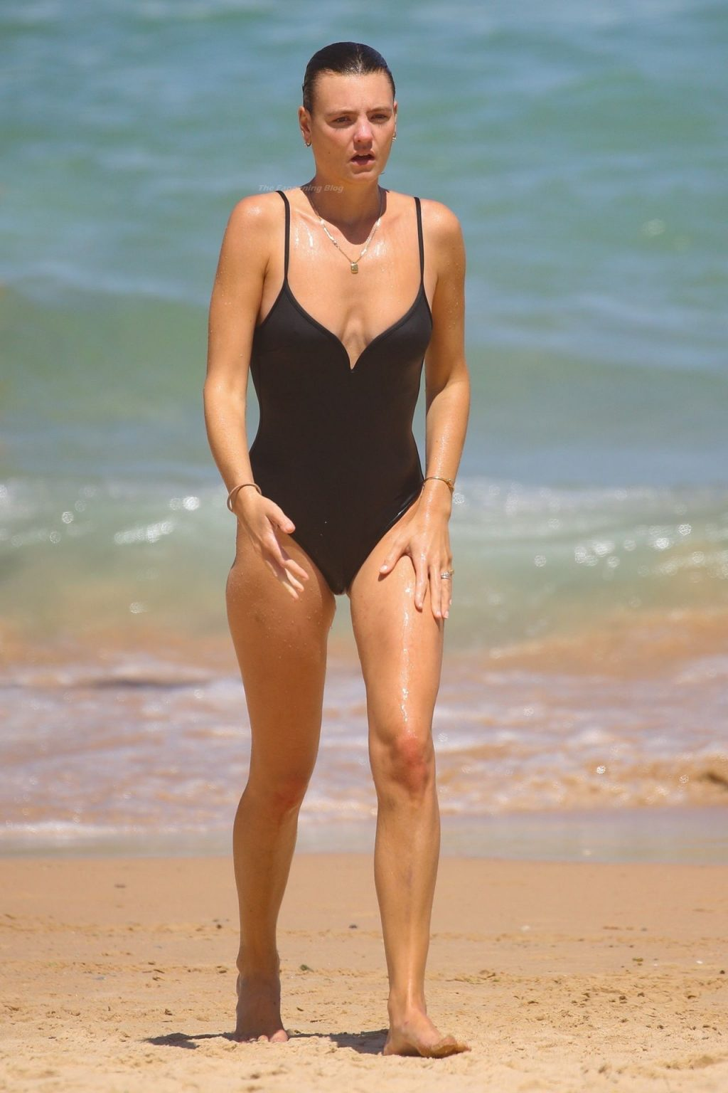 Montana Cox Shows Off Her Nude Tits on the Beach in Sydney (37 Photos)
