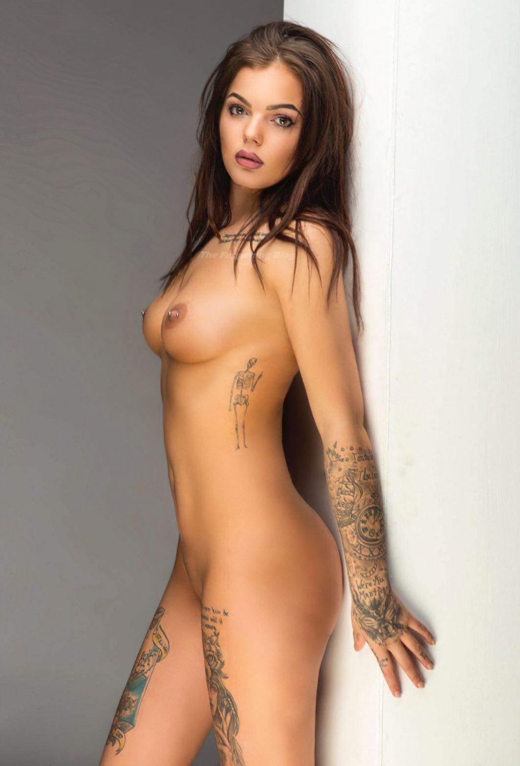 Sarah Hutchinson Nude & Sexy (15 Photos)