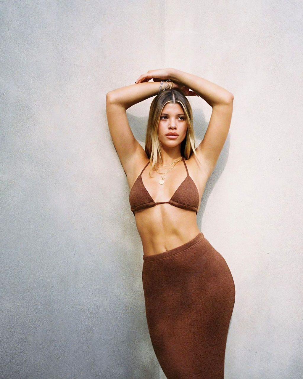 Sofia Richie Sexy & Topless (14 Photos)