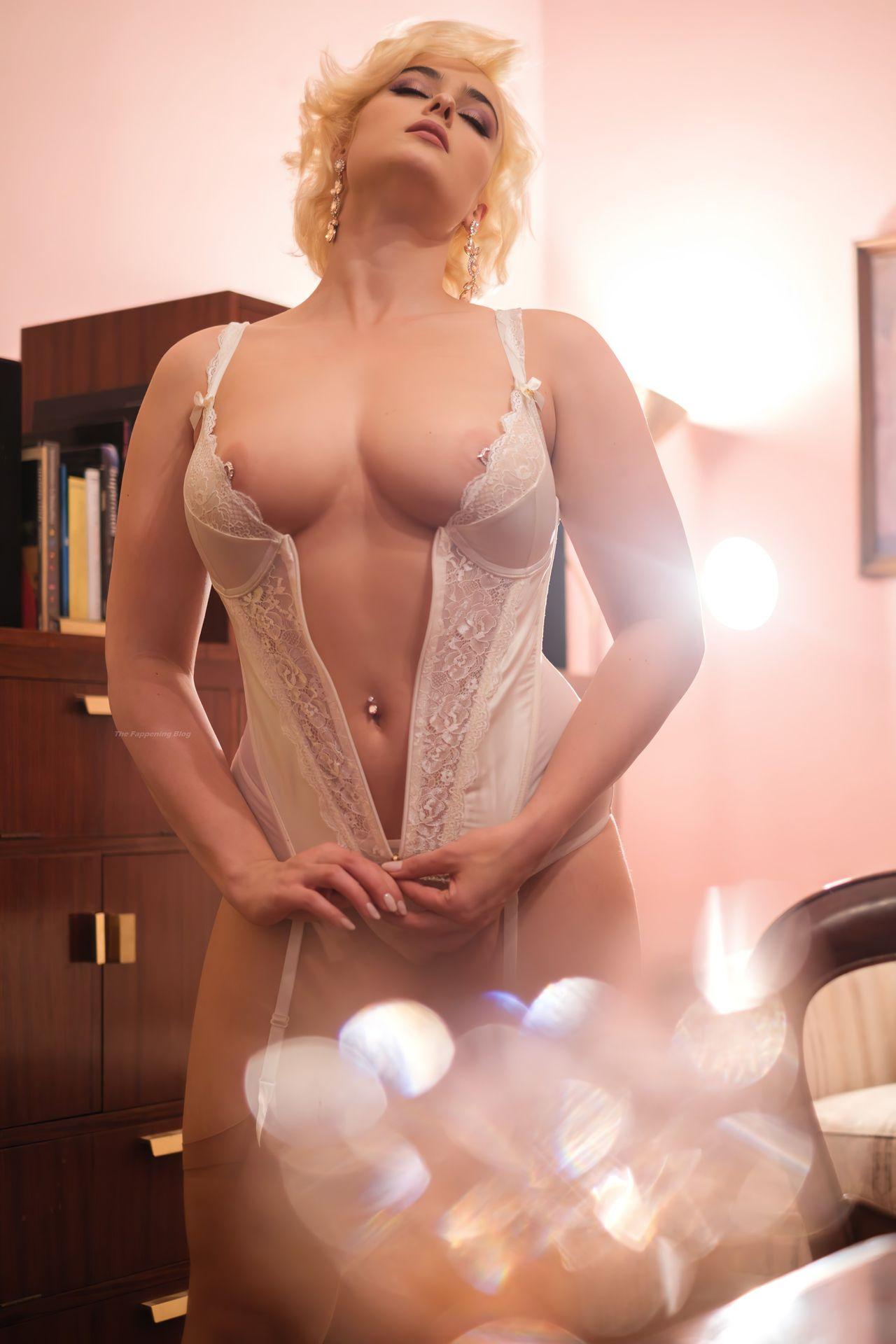 Stefania Ferrario  nackt