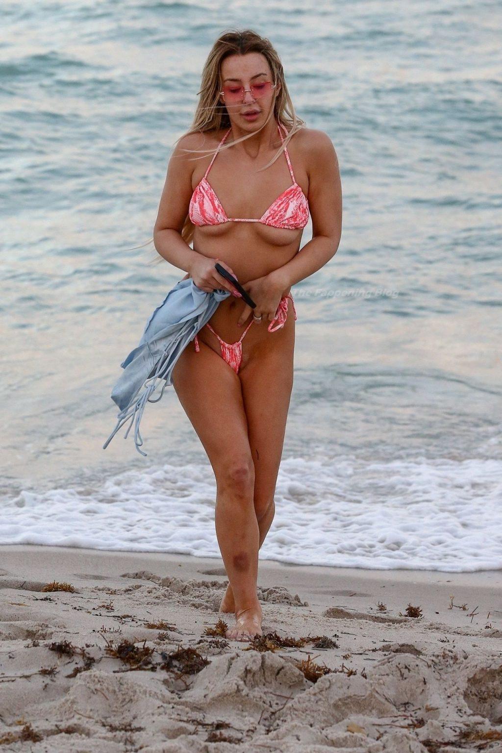 Tana Mongeau Has Fun Snapping Selfies with Friends in Miami Beach (189 Photos)