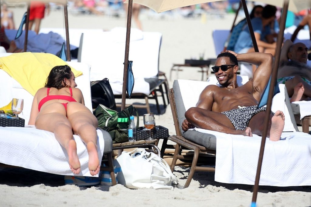 Victor Cruz is Seen on the Beach with YesJulz in Miami (26 Photos)