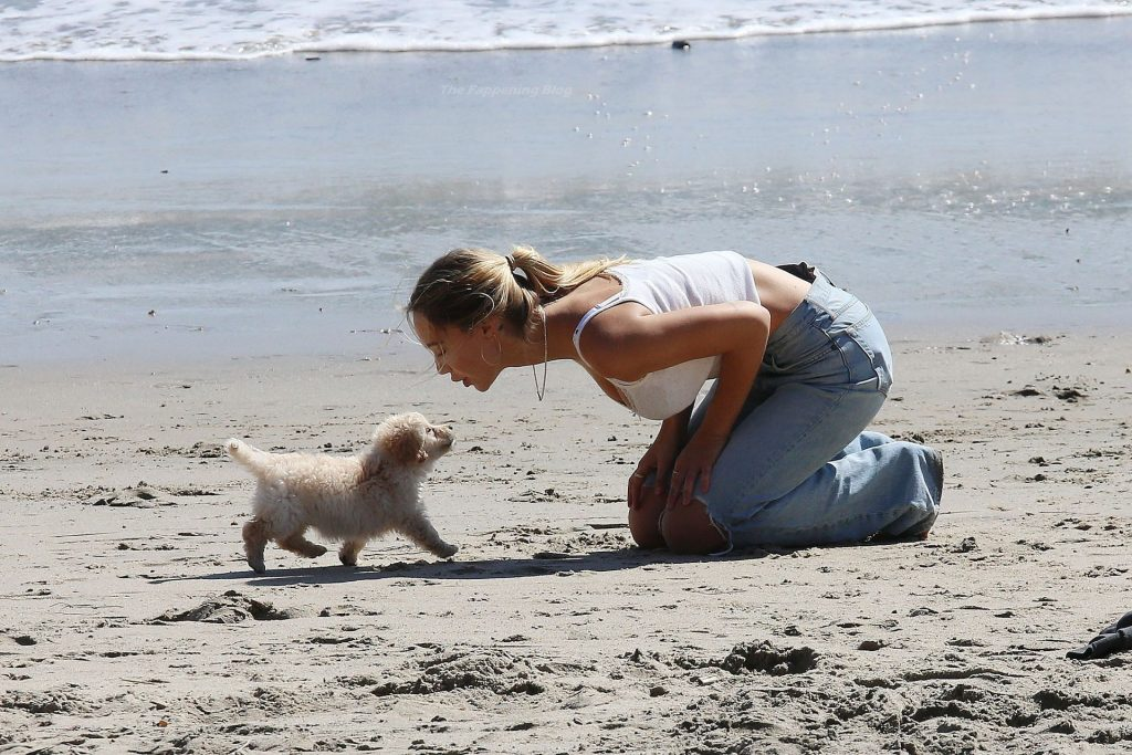 Alexis Ren is Pictured With Her New Puppy in Malibu (72 Photos)