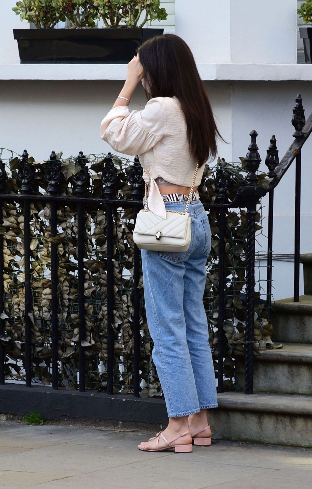 Amy Jackson is Spotted Looking Sexy Stylish in Chelsea (16 Photos)