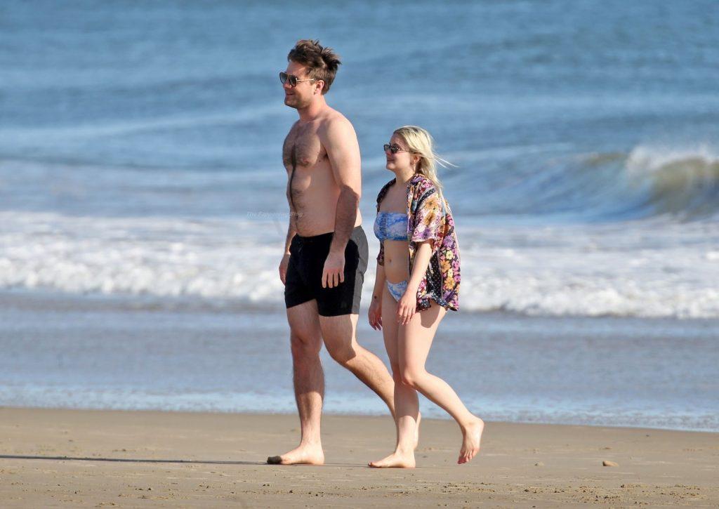 Ariel Winter Shows Off Her Butt on the Beach (99 Photos)