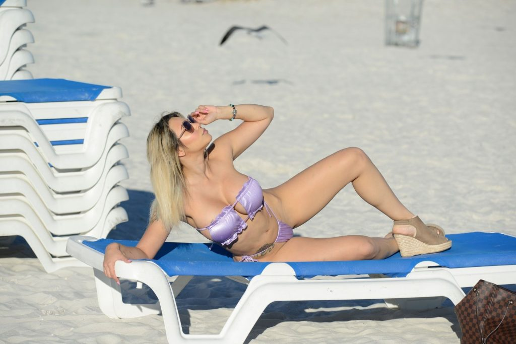 Bella Amor Leaves Little to the Imagination on Fort Lauderdale Beach (18 Photos)