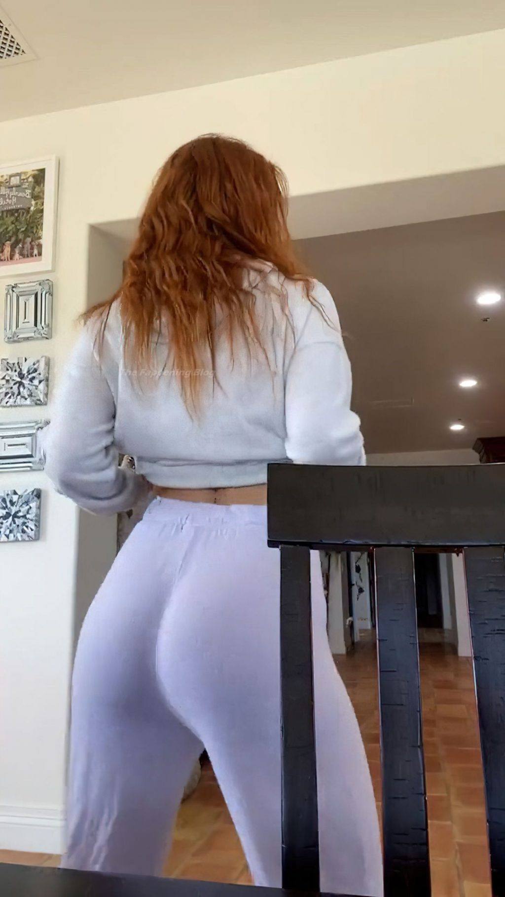 Bella Thorne Shows Off Her Butt (20 Pics + Video)