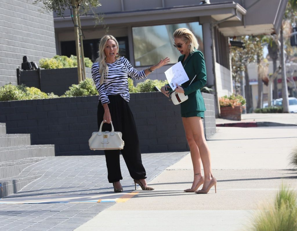 Braunwyn Windham-Burke is Seen Shopping for Houses with Mary Fitzgeral (25 Photos)