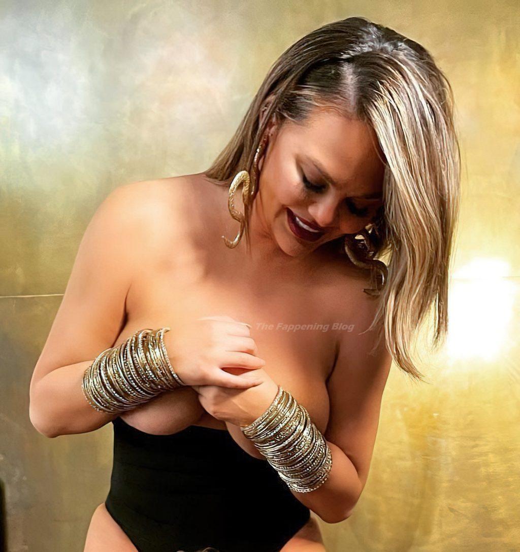 Chrissy Teigen Topless (1 Photo)