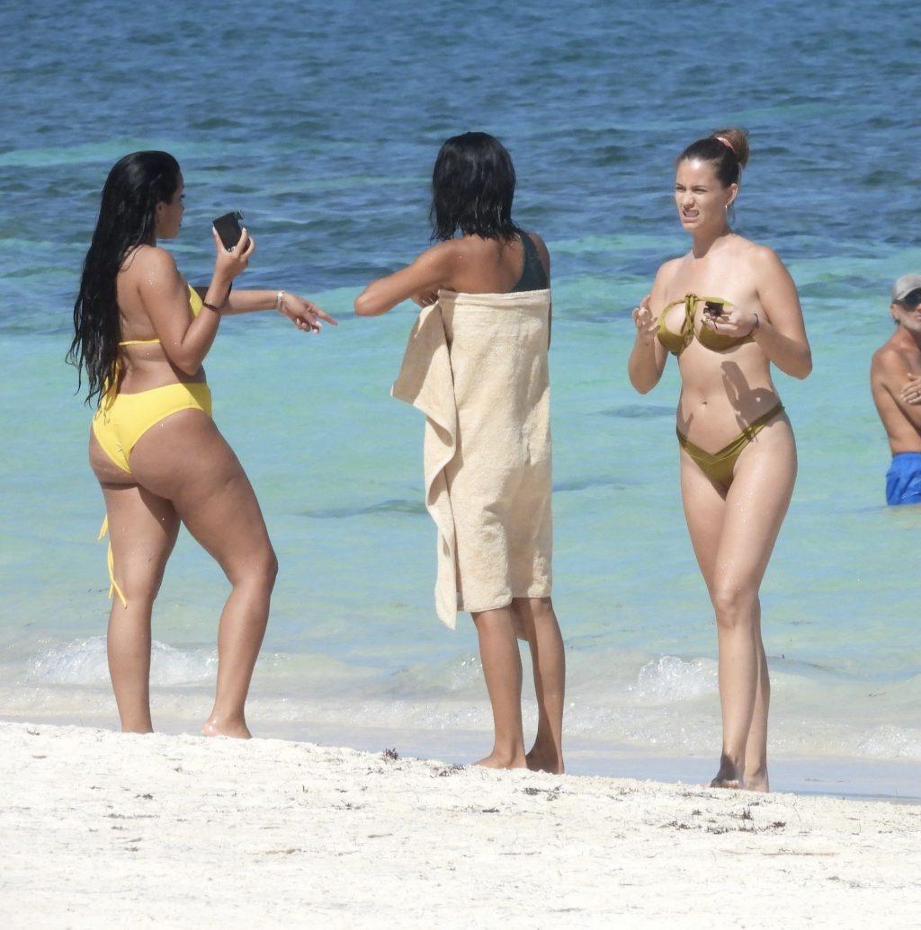 Desire Cordero is Seen Doing a Photshoot in Cancun (60 Photos)