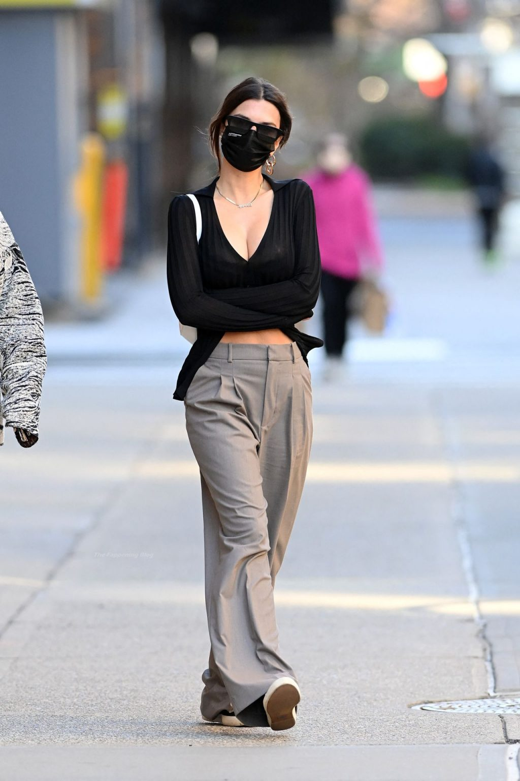 Emily Ratajkowski Looks Svelte Just 3 Weeks After Giving Birth As She Strolls NYC (43 Photos)