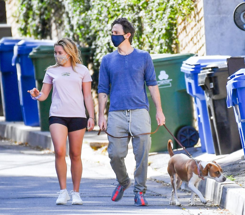 Zach Braff Is Seen with Braless Florence Pugh in LA (17 Photos)