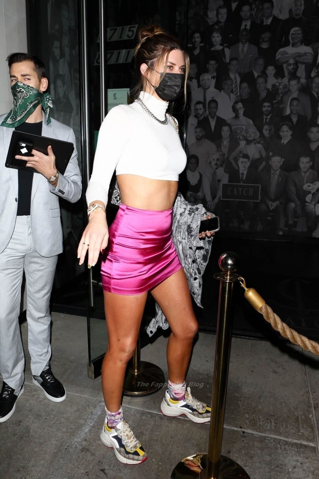 Leggy Hannah Stocking Poses for the Cameras While Arriving for Dinner (13 Photos)