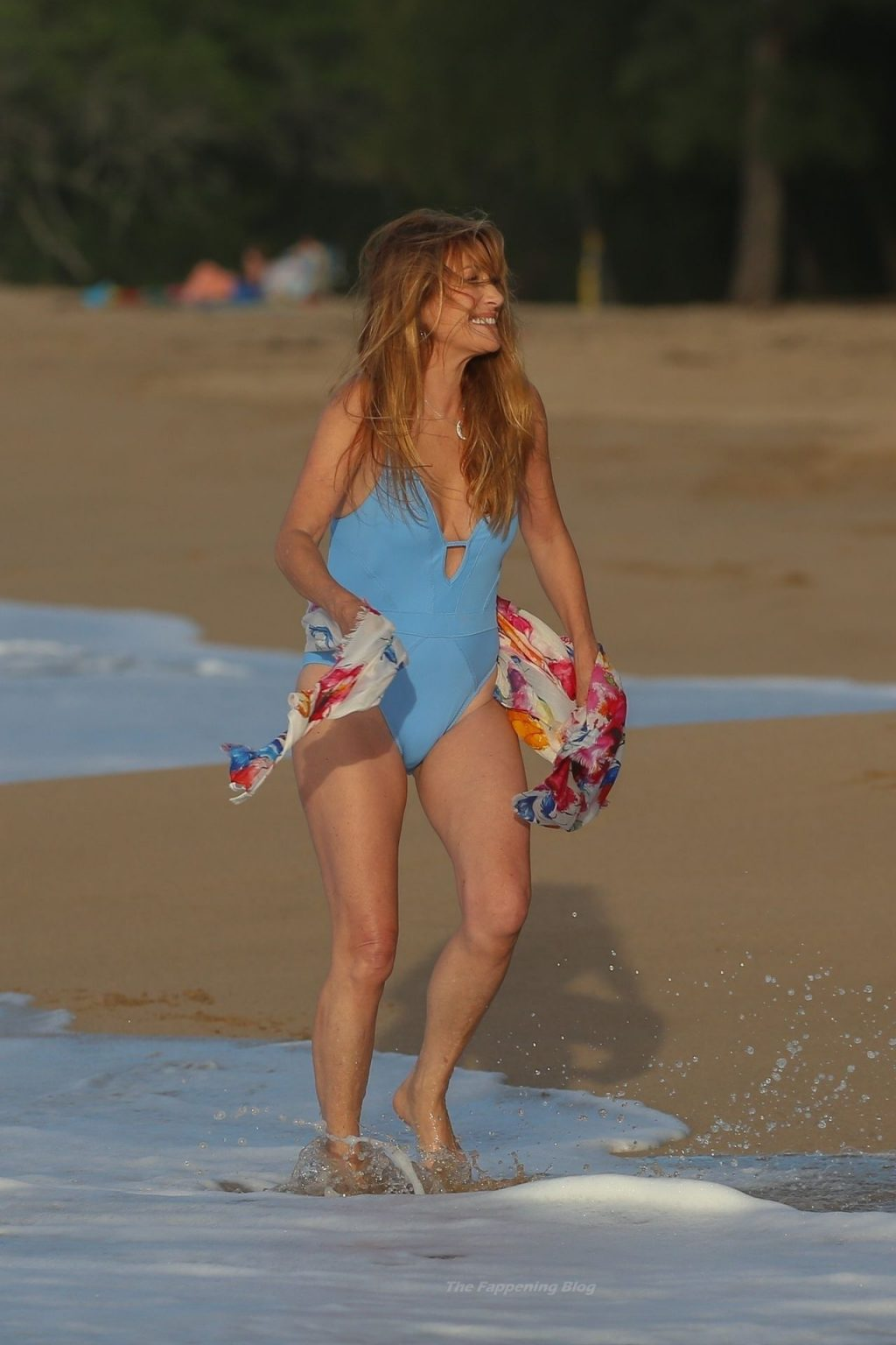 Bond Girl Jane Seymour Shows She Still Has a License to Thrill at the Age of 70 (32 Photos)