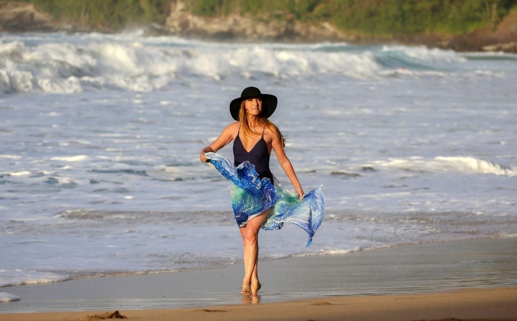 Jane Seymour Looks Sensational in a Black Swimsuit (35 Photos)