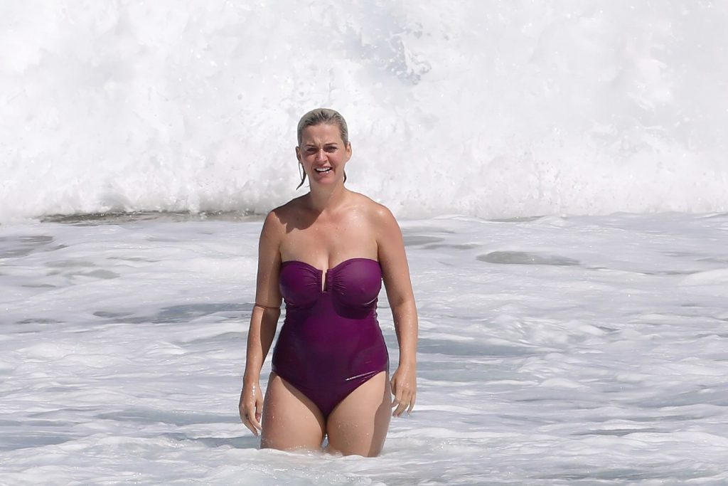 Katy Perry Shows Off Her Boobs & Butt in a Swimsuit on the Beach in Hawaii (52 Photos)