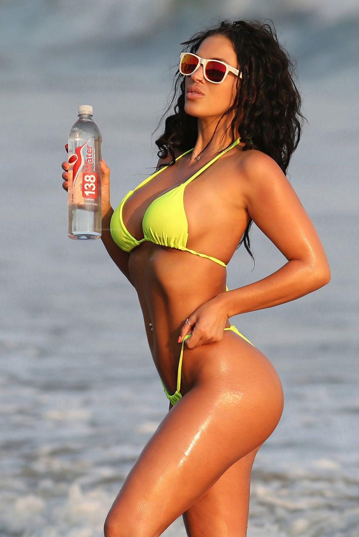 Kaymora Ferrare Shows Off Her Sexy Bikini Body (16 Photos)