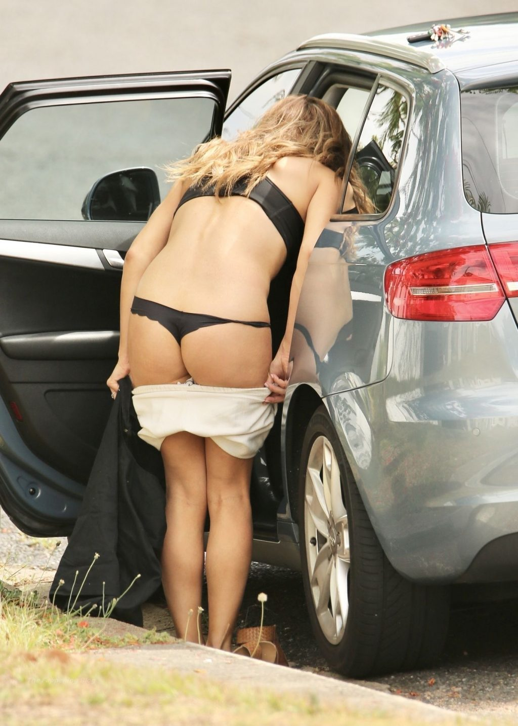 Kerry Knight Flashes Her Sexy Booty in Brisbane (7 Photos)