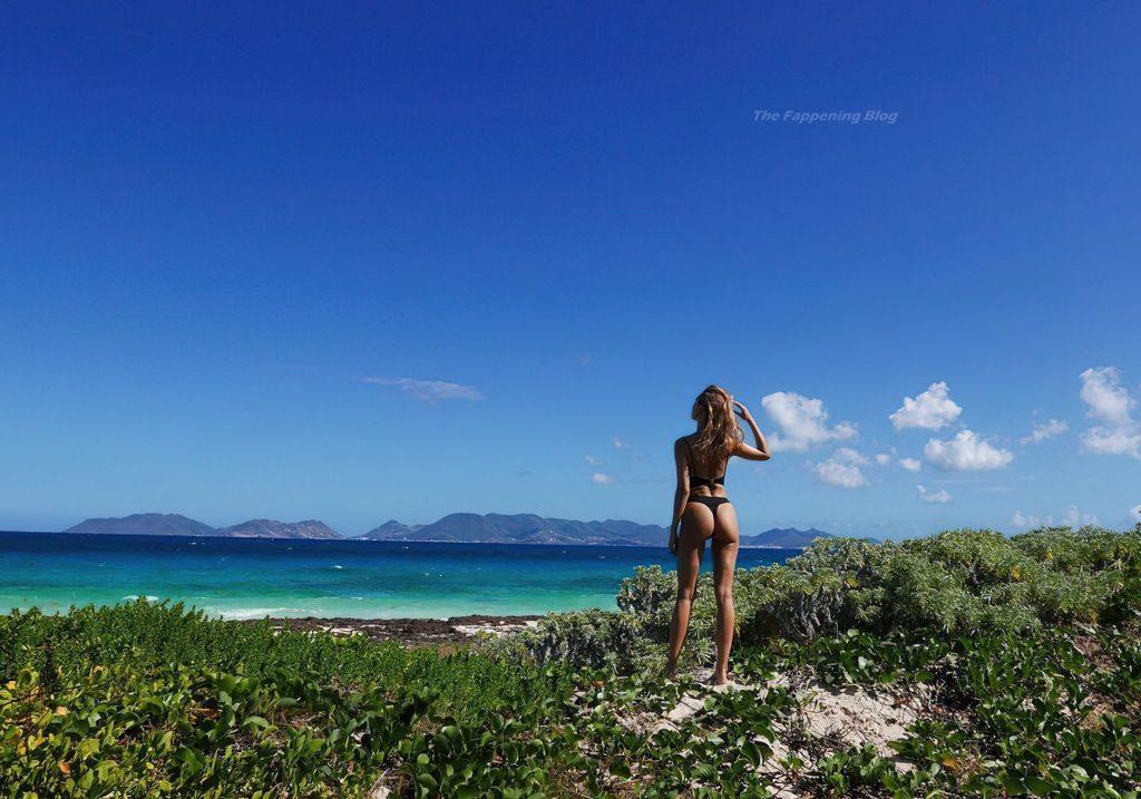 Kimberley Garner Shows Off Her Bikini Body (6 Photos)