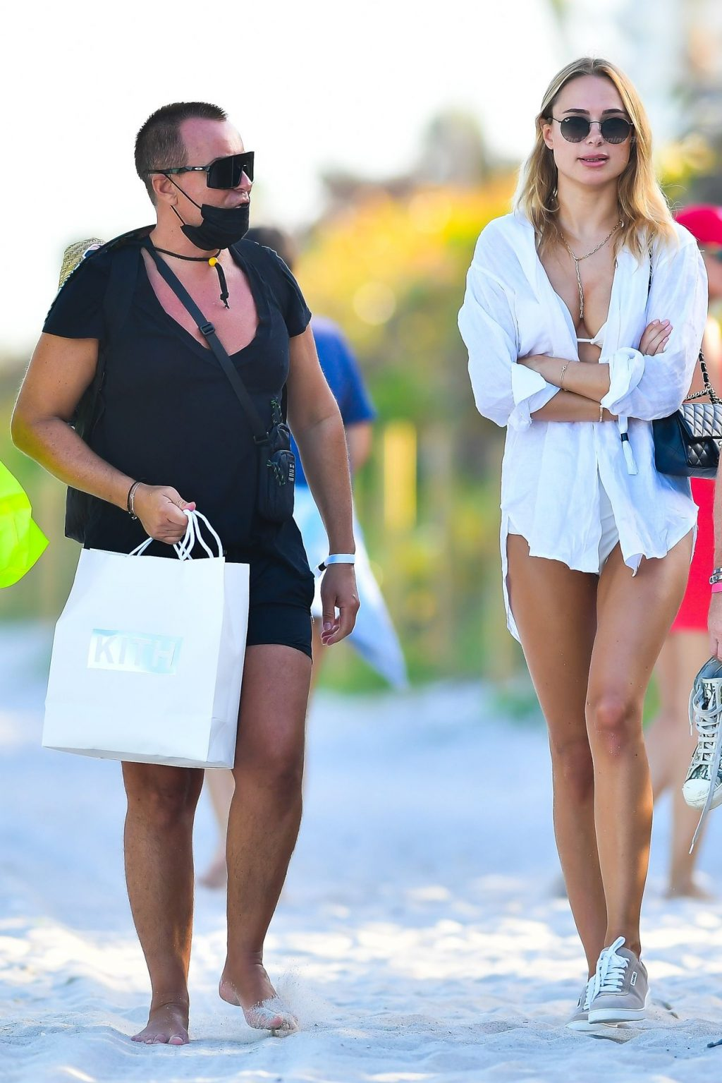 Kimberley Garner & Julien Macdonald Spend the Day at Soho House in Miami (17 Photos)