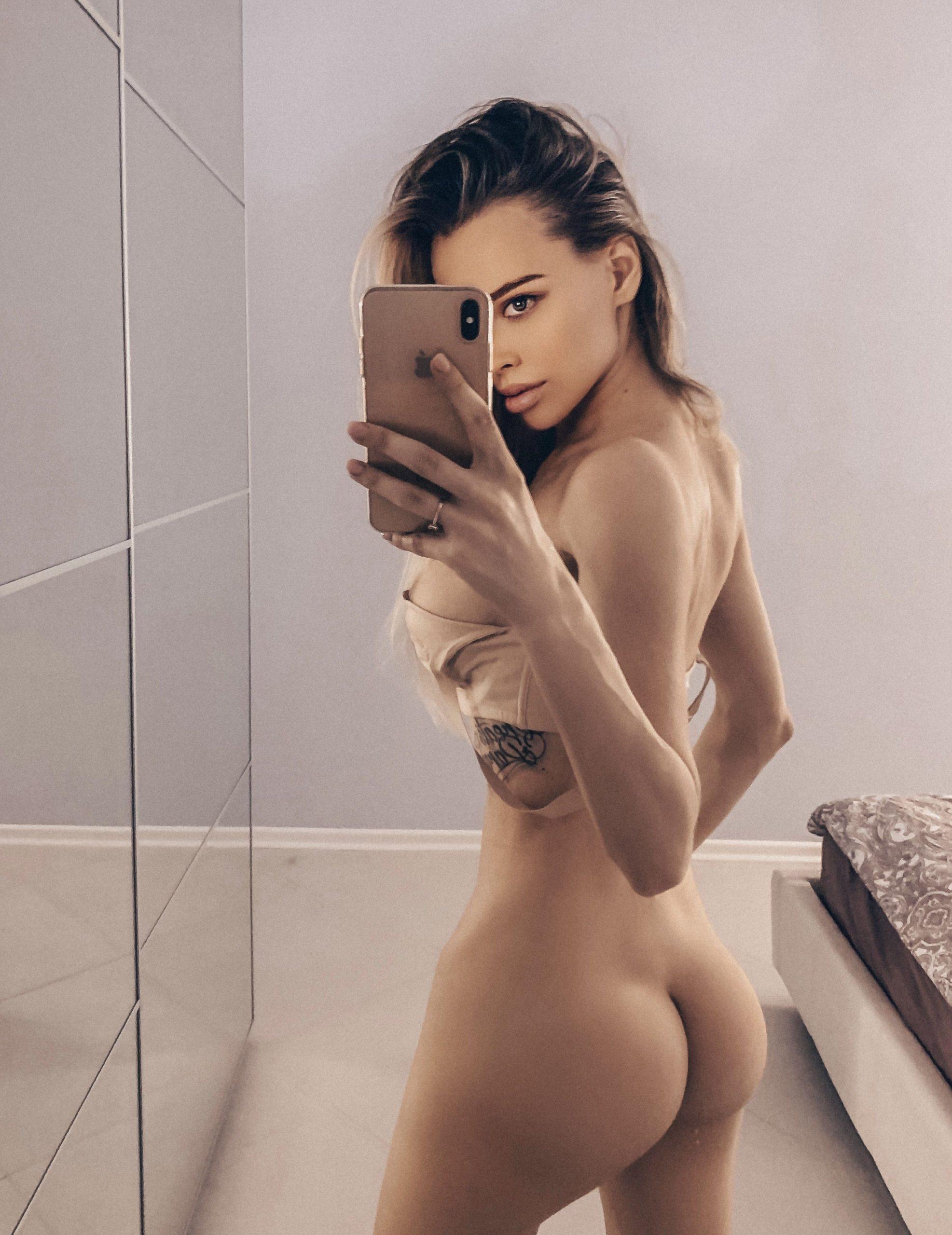Lily Ermak  nackt