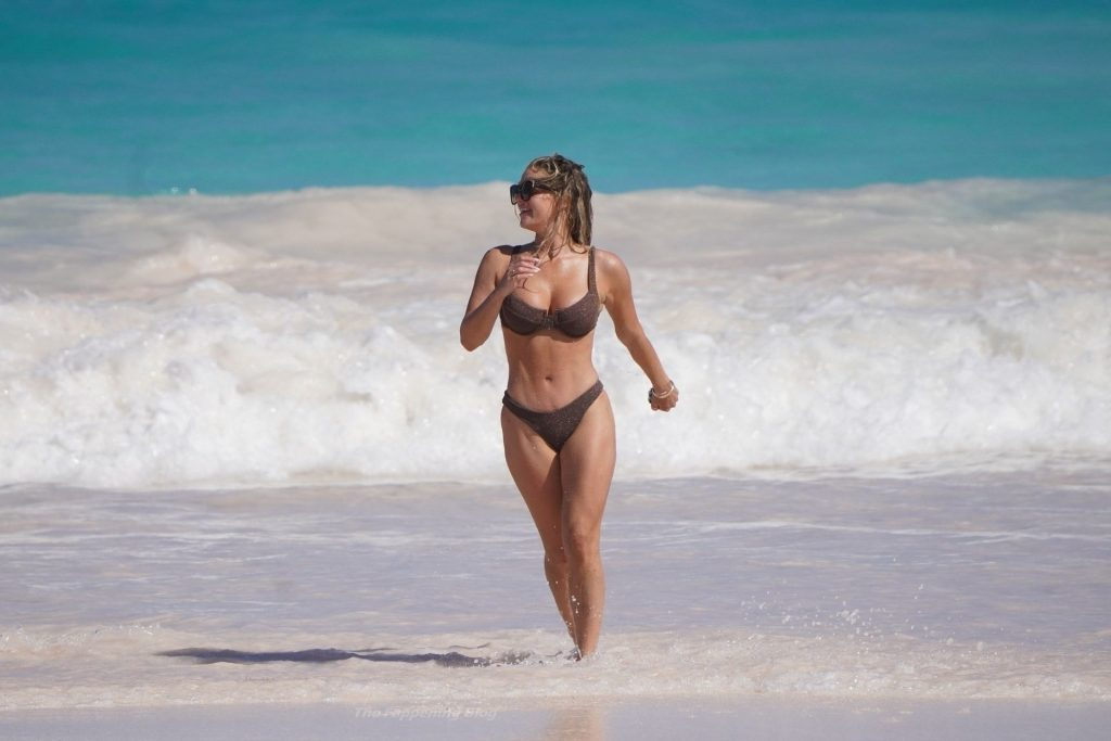 Madison LeCroy Suffers Boobs Slip While in Sunny Bahamas (50 Nude & Sexy Photos)