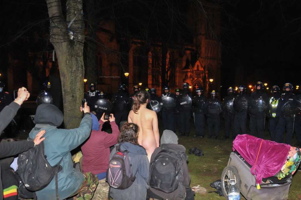 Naked Girl Pleases the Police at the Kill The Bill Protest in Bristol (15 Photos)