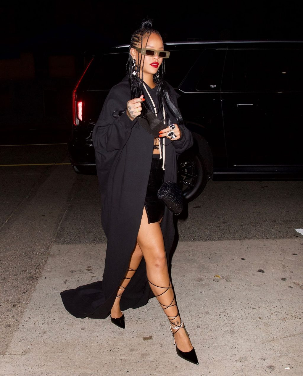 Rihanna Shows Off Her Sexy Legs in LA (15 Photos)