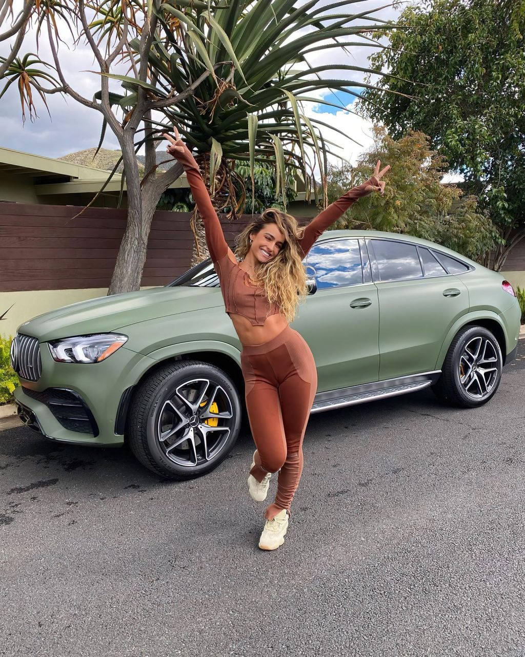 Sommer Ray Looks Fit (10 Photos)