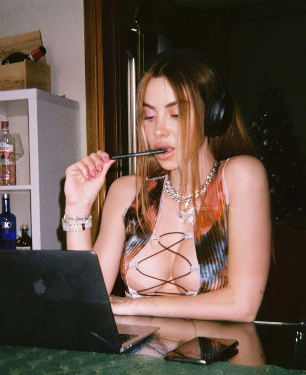 Valentina Fradegrada Sexy (11 Photos)