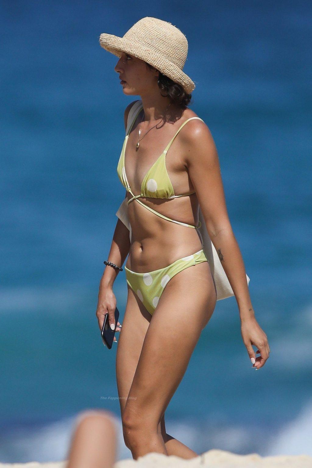 Vanessa Valladares Enjoys a Sunny Day in Sydney (42 Photos)