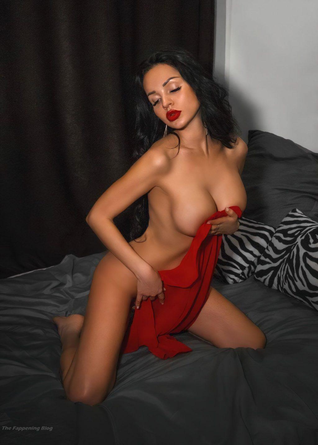 Lilya Volkova Nude & Sexy (10 Photos)