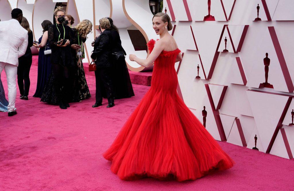 Amanda Seyfried Flaunts Her Tits on the Red Carpet of The 93rd Academy Awards (52 Photos)