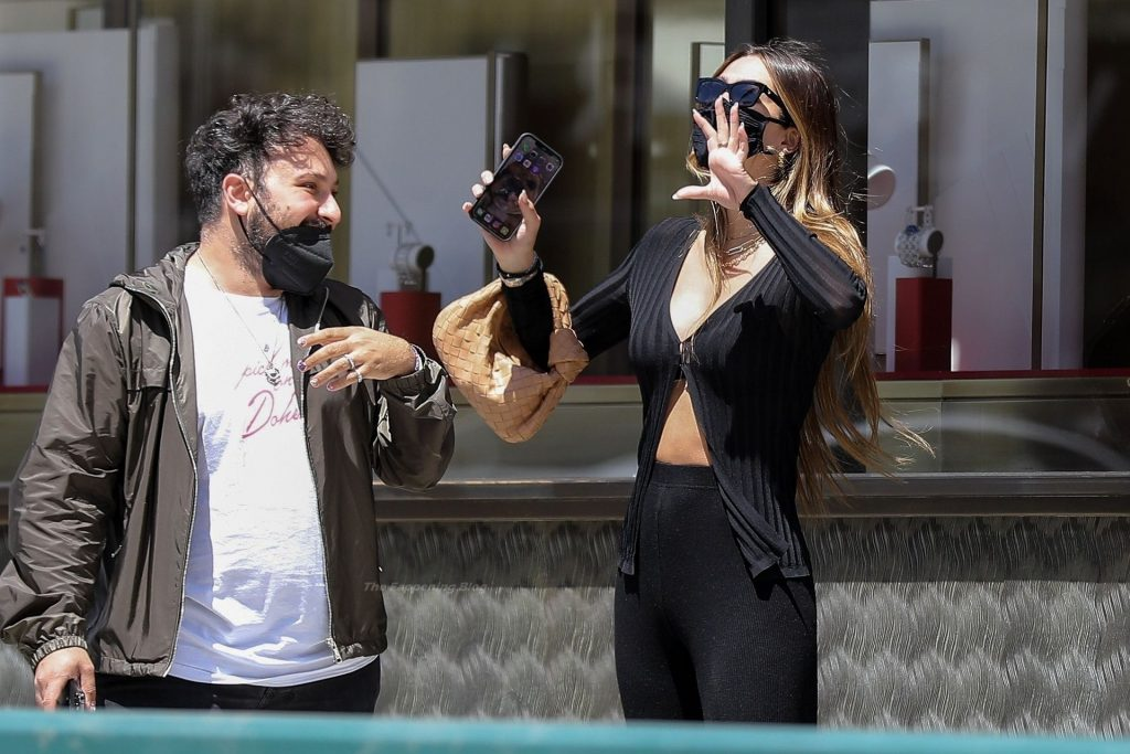 Amelia Hamlin Shows Her Pokies During a Shopping Trip with Friends in Beverly Hills (89 Photos)