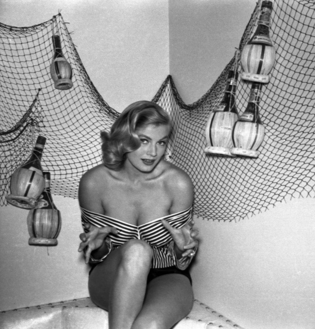 Golden Age of Hollywood: Anita Ekberg Nude & Sexy (16 Photos)
