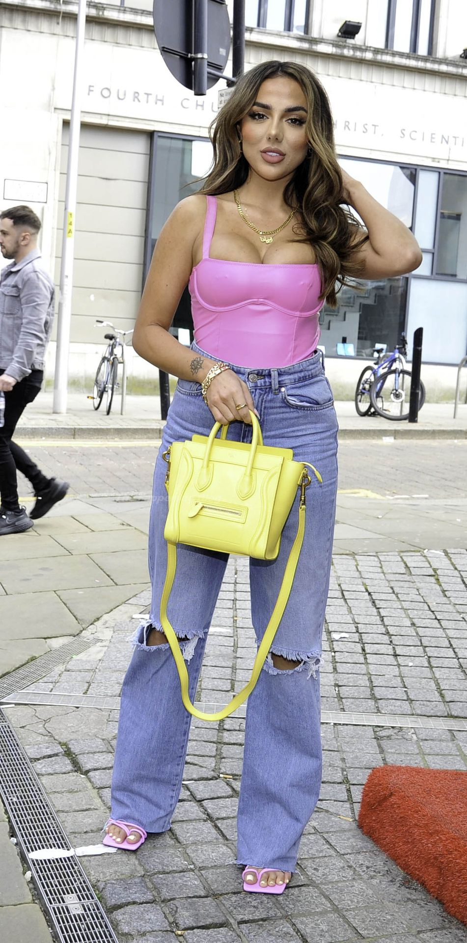 Busty Arianna Ajtar is Pictured at Impossible in Manchester (26 Photos)