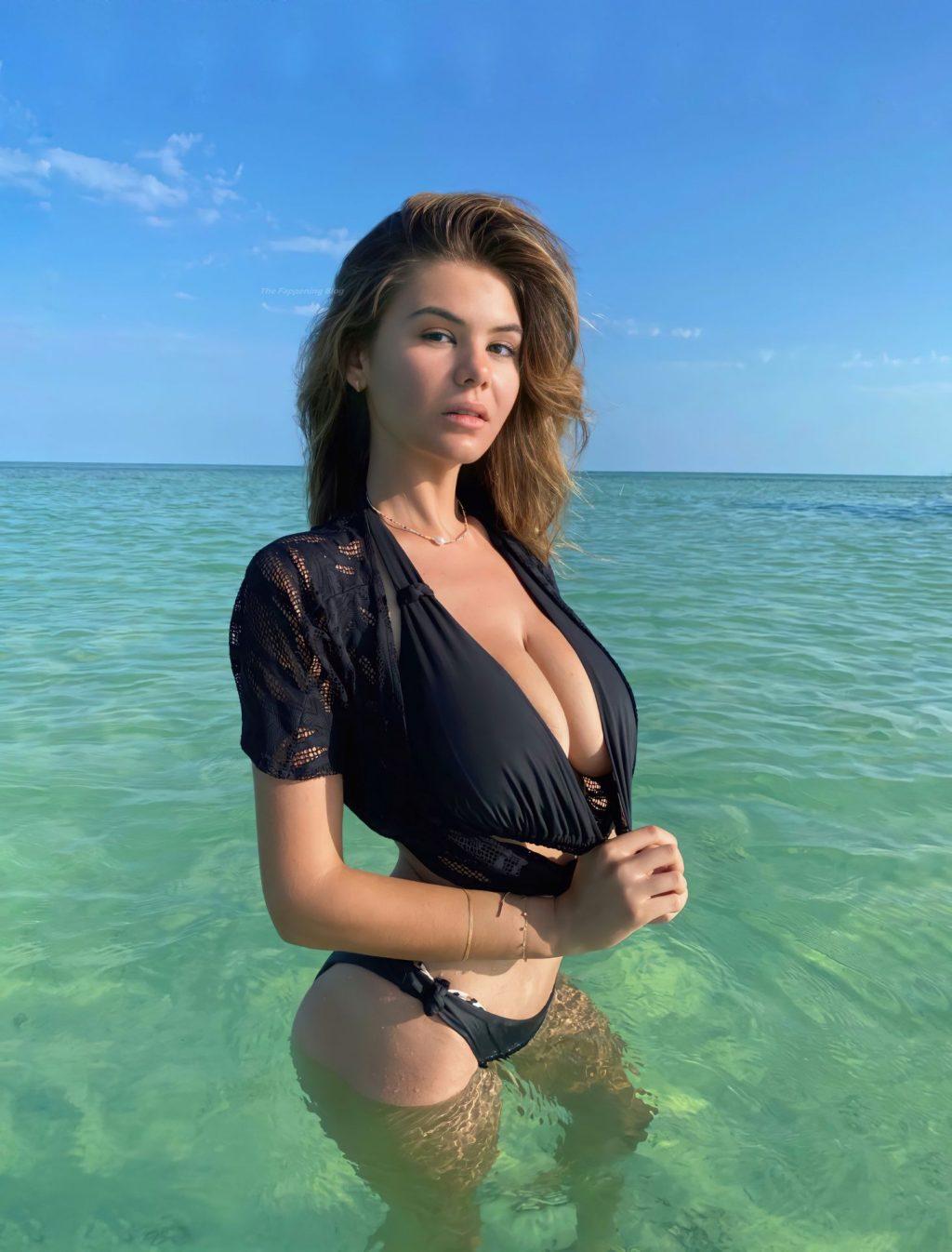 Ashley Tervort Sexy (3 Photos)