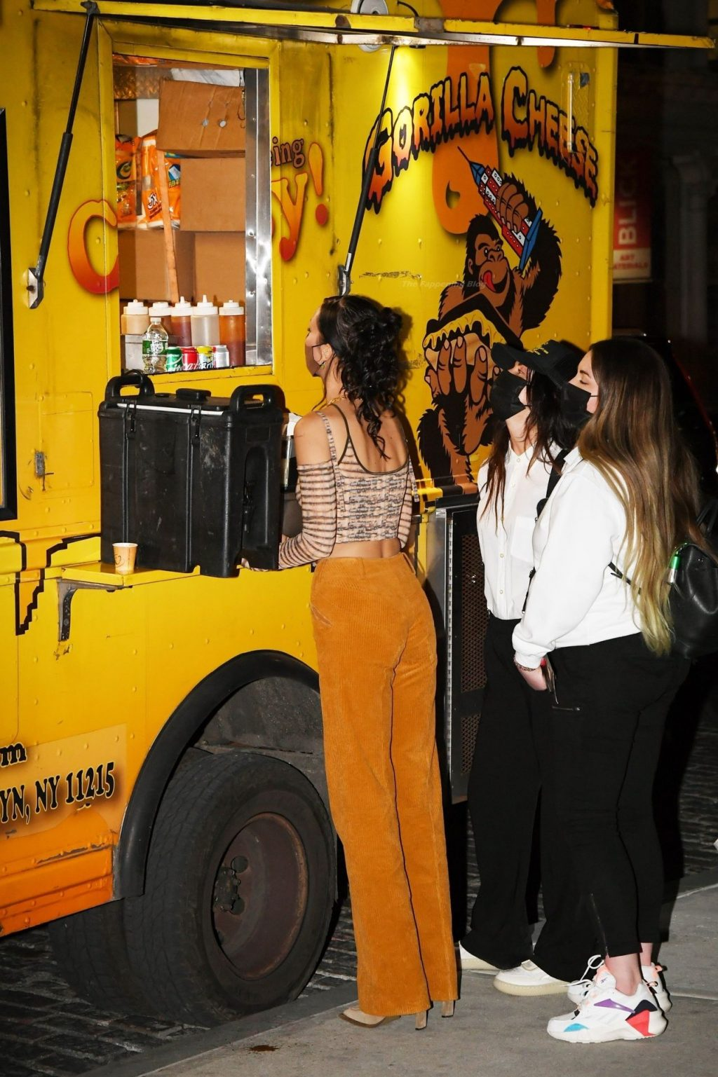 Bella Hadid Grabs a Bite at a Food Truck for Gigi's Birthday Party in NYC (30 Photos)
