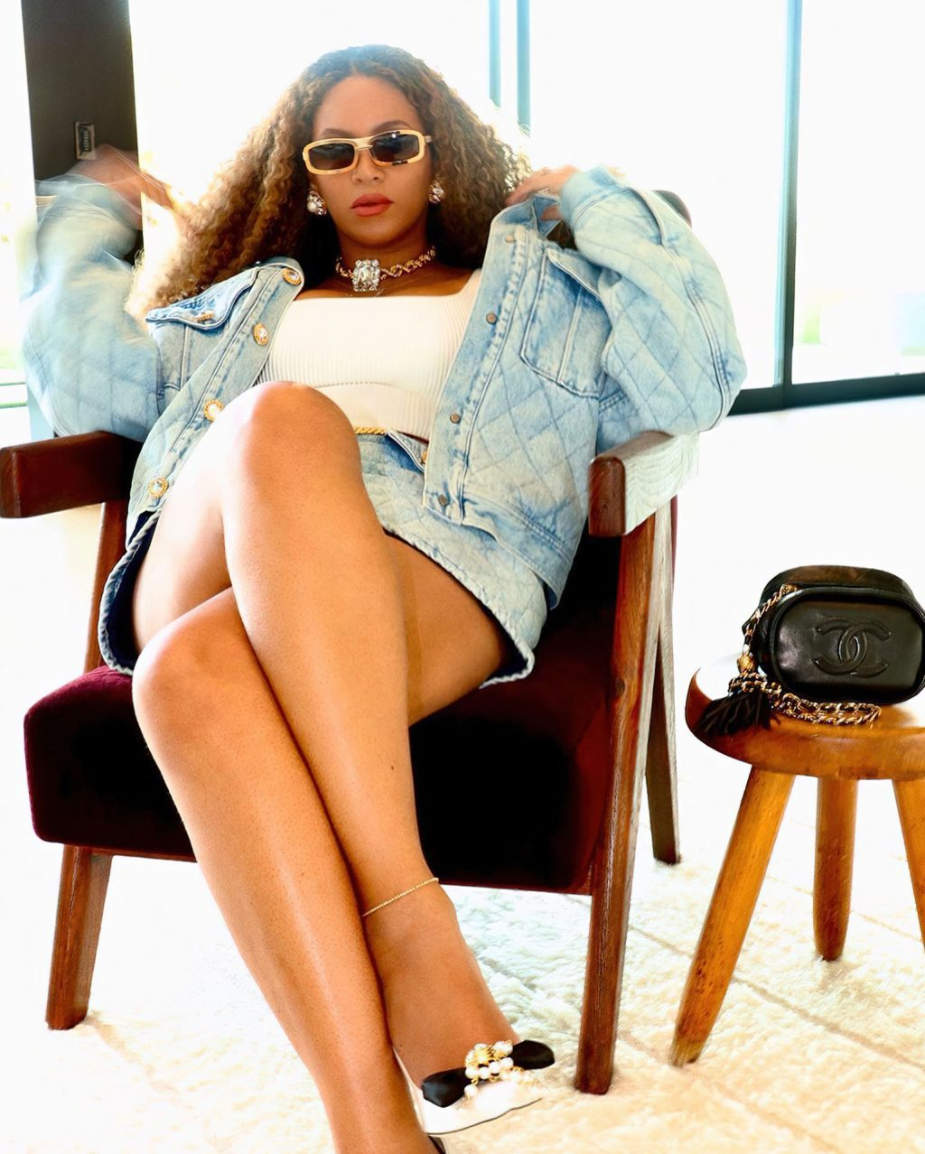 Beyonce Looks Sexy in a Denim Skirt (8 Photos)