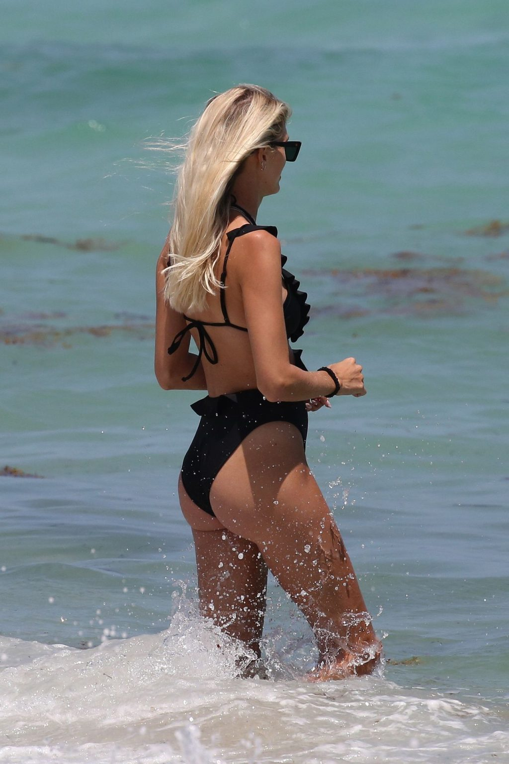 Devon Windsor Wears a Black Swimsuit as She Hits the Beach in Miami (22 Photos)