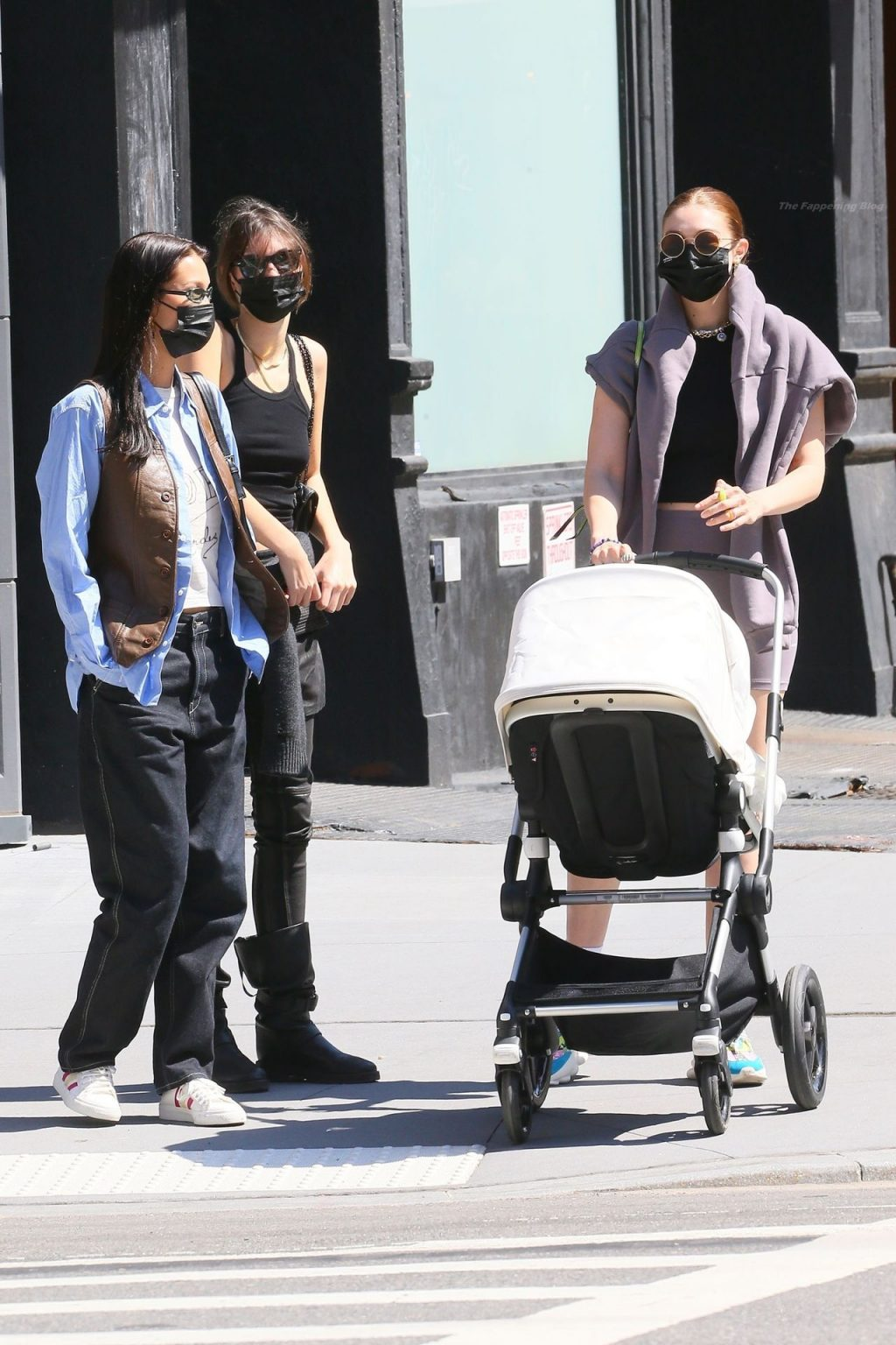 Gigi & Bella Hadid Leave 'The Smile' After Having Lunch with Her Daughter and a Friend (68 Photos)