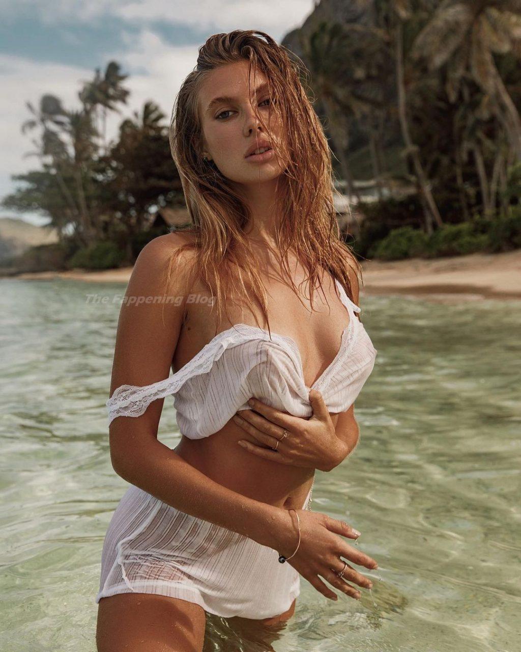 Gillian Nation Poses Naked on the Beach (3 Photos + Video)
