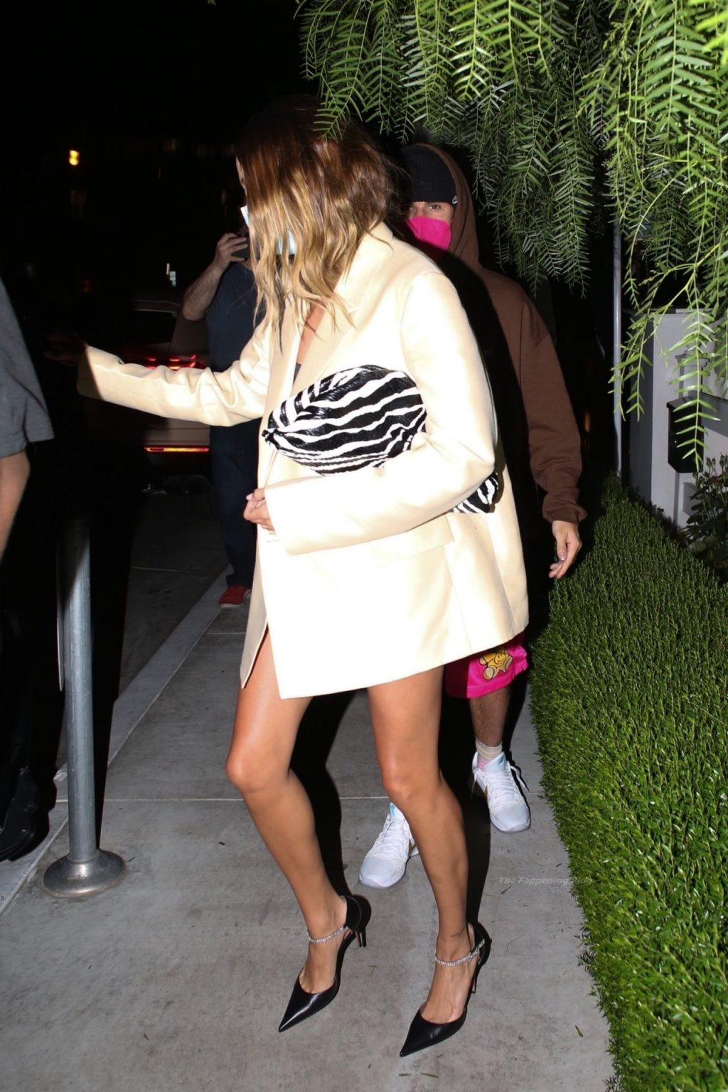 Leggy Hailey Bieber Finish Dinner with Her Husband at San Vicente Bungalows (30 Photos)