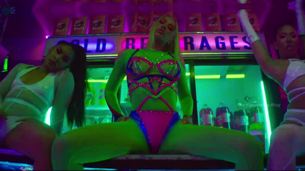 Iggy Azalea Sexy – Sip It (19 Pics + Music Video)